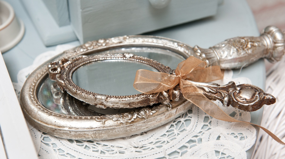 http://www.blog-decoration-miroir.fr/images/miroir-coiffeuse.jpg