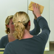 Nettoyer, laver et frotter un miroir