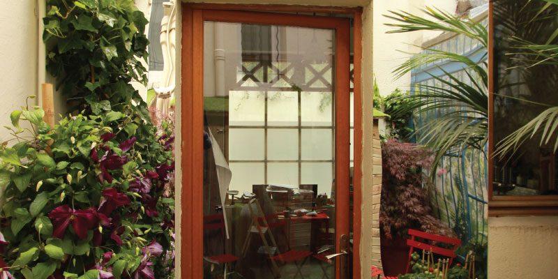 Miroir de jardin sur une terrasse