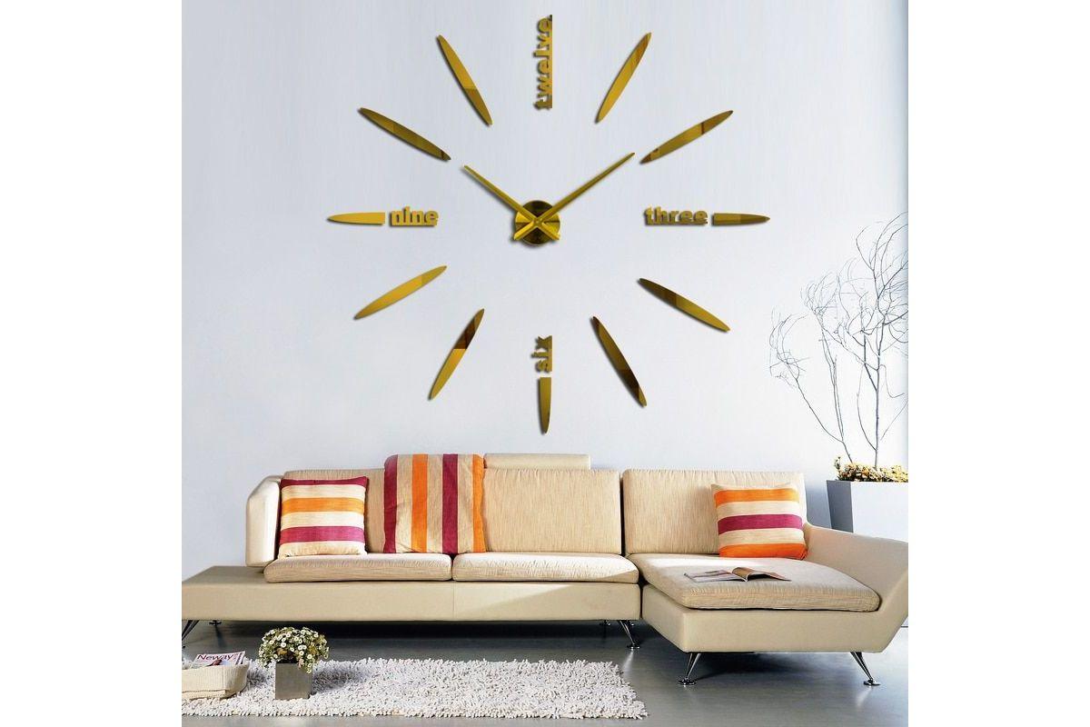 Une Grande Horloge Miroir Murale